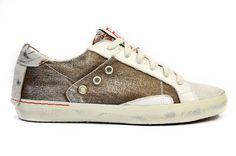 Schuhe Yasu    Wenn die ersten warmen Sonnenstrahlen locken, dann ist der Sneaker von Replay der perfekte Begleiter für die schönen Tage! Der leichte Schnürer ist zugleich feminin und sportlich und trägt Sie stylisch durch den Sommer - der Sneaker von Replay!    Außenmaterial: 100% Textil  Innenmaterial: 100% Synthetic  Sohle: 100% Gummi...