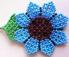 Huichol Beaded Flower earrings van Aramara op Etsy