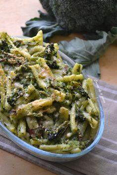 Pasta con crema di broccoli gratinata in forno per renderla più croccante e saporita! La crema avvolge la pasta creando un piatto saporito tutto da provare!