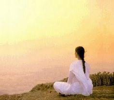 Meditar é um ato de amor consigo e com Deus que mora dentro de nós Quando fazemos isso existe um diálogo particular de nós para nossa parte divina que mora no coração