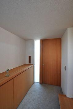 明るい玄関ホール(『可児の家』開放感溢れるナチュラルな住まい)- 玄関事例|SUVACO(スバコ)