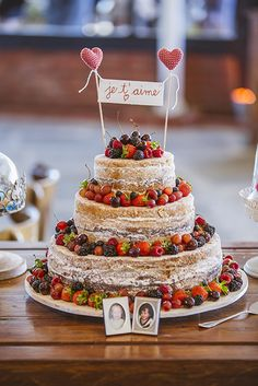 Naked cake lindo!!! Foto by Nathan Thrall