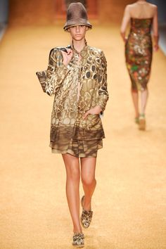 Akris Spring 2014 RTW - Review - Fashion Week - Runway, Fashion Shows and Collections - Vogue