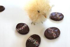 Chokoladeæg - en småkage med en mørk chokoladesmag.  Opskrift fra Bagvrk.dk.
