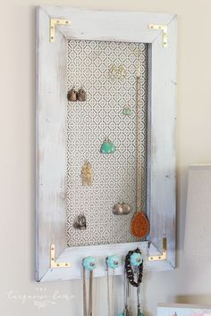 0 , Boxes and labels and organization. Oh my! , Marguerite Cook , DIY Industrial Jewelry Organizer Dieser DIY Jewelry Organizer macht so . Diy Jewelry Bags, Diy Jewelry Recycled, Diy Jewelry Charms, Diy Jewelry Holder, Hanging Jewelry Organizer, Jewelry Roll, Jewelry Hanger, Shelf Organizer, Teen Jewelry