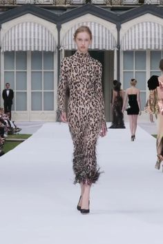 Ralph & Russo Look Collection couture automne hiver Leopard Print Outfits, Animal Print Outfits, Animal Print Fashion, Style Couture, Couture Fashion, Runway Fashion, Fashion Show Themes, Party Fashion, Moda Animal Print