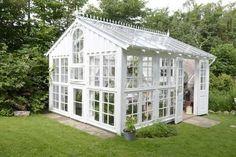 """Hvidt drivhus fra Claus Dalby's bog """"Vis mig dit drivhus"""""""