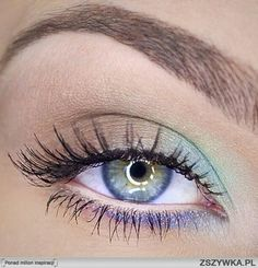 Mascara allows you to darken and extend your eyelashes to true movie starlet glamour, and forms the central piece of many women's make up bags. Get the most from this essential bit of make up kit with these three essential mascara tip Makeup Goals, Makeup Inspo, Makeup Hacks, Makeup Tips, Beauty Makeup, Hair Makeup, Makeup Ideas, Makeup Art, Makeup Tutorials