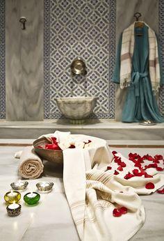 İnanışa göre, kutsal evlilik öncesinde Tanrıça İnanna yıkanır, annesi ile konuşarak ondan tavsiyeler alır, kapı arasından hediyelerin gelişini gözler. Daha sonra gelin odası hazırlanır ve çeyizler ziyaretçilere gösterilir. Ancak tüm bu hazırlıklar tamamsa Tammuz'un içeri girmesine izin verilir. 6000 yıldır bu evlilik töreni, o bölgede, bölge çevresinde ve Anadolu'da bu şekilde devam etmektedir. (Tammuz ve İnanna'nın kutsal evliliklerine dair, Tevrat'taki Süleyman'ın Şarkıları'na…