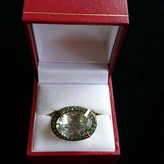 Sterling w/gold tone overlay Gold tone with large green crystal (green amythyst?) Surrounded by mini green crystals Jewelry Rings