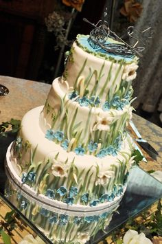Dare to Design Your Own Cake: Couple Create Eclectic Cake for Their Tudor-style Tennessee Wedding, #nashville, grass, blue, petals, #nashvillewedding