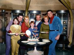 Lost In Space - Behind the scenes Space Tv Series, Space Tv Shows, Sci Fi Tv Series, Sci Fi Tv Shows, Old Tv Shows, Batgirl Pictures, 1960s Tv Shows, Space Hero, 80 Cartoons