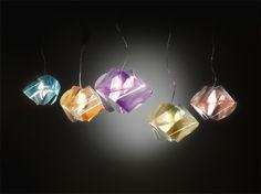 Gemmy Prisma Color: Una joya para tu casa #iluminacion #lampara #joya  http://www.geengeek.com/gemmy-prisma-color-una-joya-para-tu-casa/