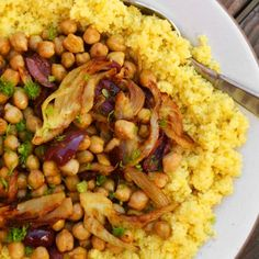 Couscous fenouil/pois chiches/citron /// 1 large fennel bulb with fronds 3 tablespoons olive oil, divided 1/2 teaspoon ground coriander 1 1/2 cups (or 1 15-ounce can) cooked and drained chickpeas 10 Kalamata olives, halved and pitted Zest and juice of 1/2 lemon Zest and juice of 1 orange 1/2 teaspoon salt 1 cup instant couscous