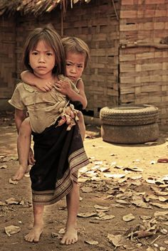 As Maravilhas do Laos - Motto Slow Travel Kids Around The World, People Around The World, Children Photography, Photography Poses, Laos, Beautiful World, Beautiful People, Childlike Faith, Beautiful Vietnam