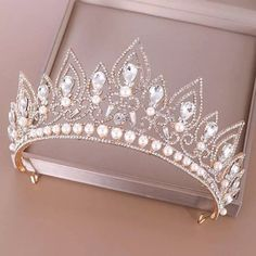 Hair Accesories Wedding, Wedding Accessories, Jewelry Accessories, Wedding Jewelry, Bridal Crown, Bridal Tiara, Anel Harry Potter, Glamouröse Outfits, Quinceanera Tiaras