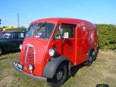 old royal mail van Mini Morris, Old Post Office, Buses And Trains, Van Car, Morris Minor, Vintage Vans, Commercial Vehicle, Cool Trucks, Royal Mail