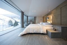 The Therme Vals by Peter Zumthor Kengo Kuma Suite by Kengo Kuma Photographer: Ingo Rasp Product: Vitrocsa TH+ Sliding doors Master Bedroom Design, Modern Bedroom, Therme Vals, Pent House, Luxurious Bedrooms, Modern House Design, Luxury Real Estate, Interior Architecture, Villa