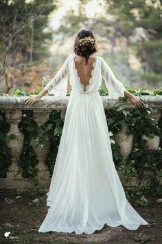 Romantické svatební šaty s vykrojenými zády
