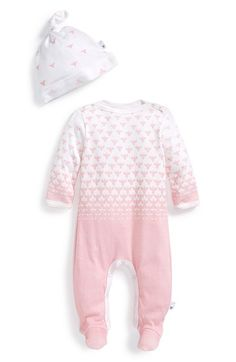 Free shipping and returns on BURT'S BEES BABY Organic Cotton One-Piece & Knot Top Hat (Baby) at Nordstrom.com. An adorable bee print lends buzzworthy style to a soft, organic-cotton footie paired with a matching knotted hat.