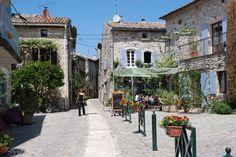 Point de rencontre entre la Provence, le Languedoc, la Camargues et les Cévennes, le Gard est, depuis toujours, une terre d'échange. De sa riche histoire, le Gard a conservé un patrimoine architectural exceptionnel En savoir plus sur http://www.sejour-touristique.com/vacances-en-france/decouverte-de-nos-regions/languedoc-roussillon/gard/#fkGIwL2OdUKo8LfJ.99