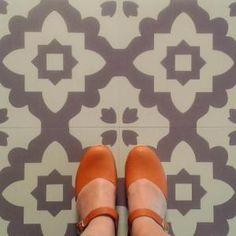 Casablanca Grey Vinyl Flooring , Floor Tiles for Sale at Bouf Retro Vinyl Flooring, Linoleum Flooring, Vinyl Tiles, Kitchen Flooring, Floors, Diy Flooring, Flooring Ideas, Kitchen Backsplash, Casablanca
