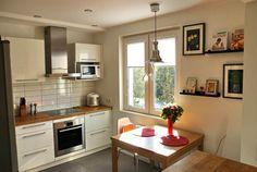 Белая кухня с гостиной в скандинавском стиле 10,5 кв.м (12 фото)