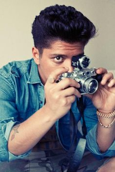 Bruno Mars + vintage camera??? WAIT... WAT??? Have I just died and gone to heaven?