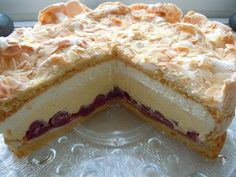 Gewitter-Torte mit Schmand – Leckere Rezepte Storm cake with sour cream – delicious recipes German Baking, Sour Cream Cake, Cupcake Cakes, Food Cakes, Cake Icing, Baking Recipes, Cake Recipes, Sweet Cakes, Cakes And More