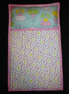 Doll Sleeping Bag Pink Make your own doll sleeping bags with attached pillow and a quilted top. Can be sized for American Girl dolls, teddy bears or other favorite dolls or stuffed animals. Sewing For Kids, Baby Sewing, Baby Sleeping Bag Pattern, Girl Dolls, Baby Dolls, American Girl, Camping Diy, Homemade Dolls, Doll Beds