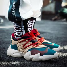 Dad Sneakers, Chunky Sneakers, Canvas Sneakers, Sneakers Fashion, Fashion Shoes, Mens Fashion, Cheap Fashion, Style Fashion, Fashion Outfits