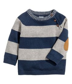Knitted cotton jumper: Fine-knit jumper in soft cotton with buttons at the top and raglan sleeves. Knitted cotton jumper: Fine-knit jumper in soft cotton with buttons at the top and raglan sleeves. Toddler Boy Fashion, Fashion Kids, Boys Sweaters, Boys T Shirts, Baby Boy Outfits, Kids Outfits, Jumper Outfit, Mens Fashion Sweaters, Cotton Jumper