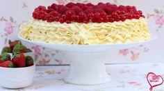 طريقة عمل كيك جميل بالفاكهة الحمراء - Lovely red berries cake recipe