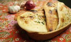 Tohle je trochu časově náročnější verze chlebu Naan, ale o to více chutnější. Je to fakt jednoduché, jen kynuté těsto musí zákonitě vykynout na rozdíl od Naanu s práškem do pečiva..) Postup je jinak skoro stejný.