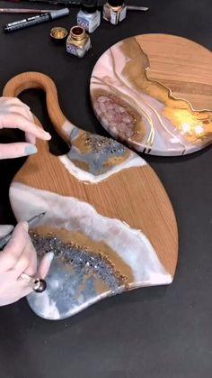Epoxy Resin Art, Diy Resin Art, Diy Resin Crafts, Wood Resin, Diy Crafts To Sell, Crystal Resin, Quartz Crystal, Resin Tutorial, Diy Canvas Art