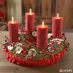 Moos-Adventskranz mit Wollfilzzopf....interesting candles