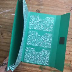 How to make a pocket folder for a Midori/Traveler's Notebook – Ugly Bug Plans Organization Bullet Journal, Folder Organization, Bullet Journal Ideas Pages, Paper Crafts Origami, Scrapbook Paper Crafts, Diy Paper, Scrapbooking, Folder Diy, Paper Folder