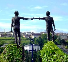 Derry statue of reconciliation - two young men reaching across a divide to shake hands Derry Ireland, Irish Eyes Are Smiling, Little Paris, England Ireland, Londonderry, Holiday Places, Irish Celtic, Ireland Travel, Northern Ireland