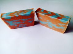 Cold process soap made with essential oils patchouli and juniperberry. #coldprocesssoap #essentialoils #patchouli #juniperberry #brown #blue #homemadesoap