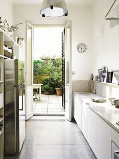 All white galley kitchen by Gaultiero Sacchi, featured in Inside Out Magazine Julho 2012; via arkpad.com.br