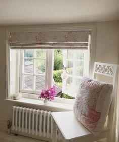 New Ideas For Bedroom Window Dressing Fabrics Cottage Blinds, Cottage Windows, Farmhouse Windows, Bedroom Windows, Wood Bedroom, Cottage Interiors, Cottage Homes, Bedroom Window Dressing, Curtains With Blinds