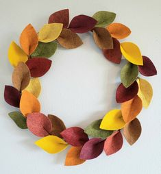 Your place to buy and sell all things handmade – Fall Wreath İdeas. Fall Mesh Wreaths, Wreath Fall, Fall Felt Crafts, Felt Wreath, Wreath Burlap, Halloween Bows, Green Garland, Felt Leaves, Felt Bows