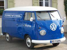 Blau Porsche Diesel Bus