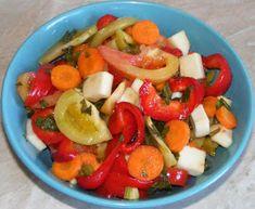 Muraturi asortate Caprese Salad, Fruit Salad, Romanian Food, Pickles, Food And Drink, Cookies, Home, Preserves, Salads