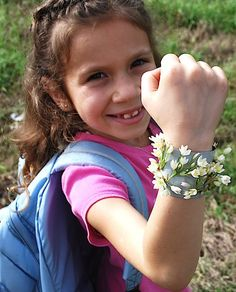 Kids can make an adorable and easy keepsake bracelet out of duct tape while camping, hiking, playing in the woods. Camping With Kids, Family Camping, Go Camping, Camping Hacks, Camping Ideas, Camping Foods, Camping Cooking, Travel Hacks, Nature Activities