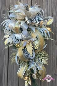 Gold and Silver Christmas Wreath, Gold and Silver Christmas Door Swag, Holiday Wreath, Elegant Christmas Wreath, Designer Christmas Front Door Christmas Decorations, Christmas Front Doors, Christmas Door, Gold Christmas, Christmas Ideas, Christmas Crafts, Xmas, Gold Wreath, Burlap Wreath
