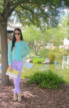 Pastel outfit: lavender jeans + mint top + yellow heels and clutch