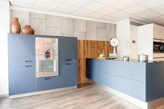 @next125 keuken, indigoblauw mat glas. @gaggenau_ oven en combi stoomoven. Inductie kookplaat en dawndraft van #miele #kitchen #home #keuken #next125 #gaggenau #siemens #liebherr #tipon #cooking #lovetocook
