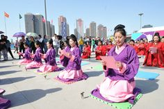 These girls are wearing Han style robes, distinguished by their loose fit and silk belts. Han style robes are becoming popular in China again as traditional Chinese culture is influencing current fashion trends.