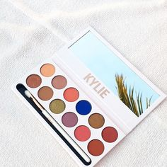 Makeup Tips Corrector - Kylie Jenner Royal Peach KyShadow Palette Kylie Makeup, Love Makeup, Skin Makeup, Beauty Makeup, Makeup Looks, Makeup Tips, Kylie Jenner Makeup Products, Makeup Tutorials, Makeup Eyeshadow